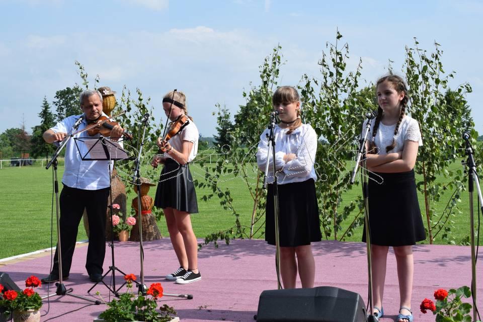 Deti zo ZUŠ v Strážskom pod vedením Eduarda Tokára