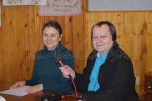 Jana Zaťovičová Pčolinská zoznamuje redaktora so zaujímavými momentami histórie Petroviec nad Laborc